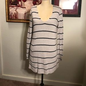 Old Navy tissue weight V-neck striped sweater